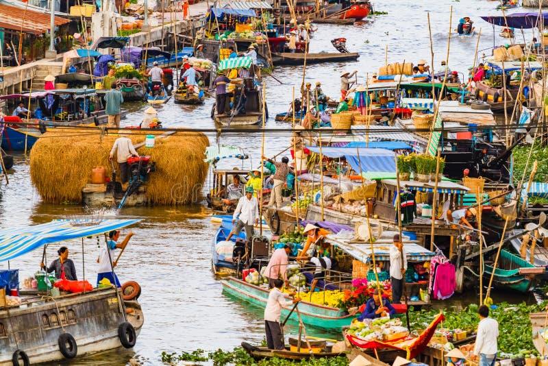 Sich hin- und herbewegender Markt im Mekong, Vietnam lizenzfreie stockfotografie