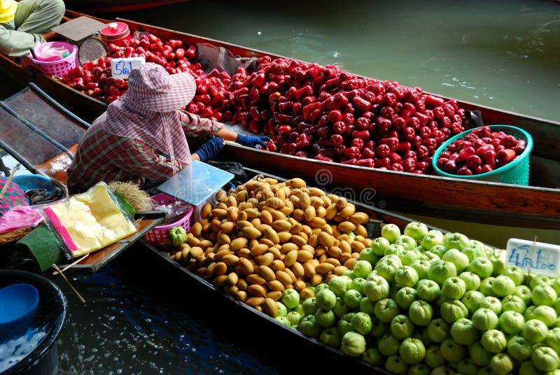 Sich hin- und herbewegender Markt Thailand lizenzfreie stockfotos