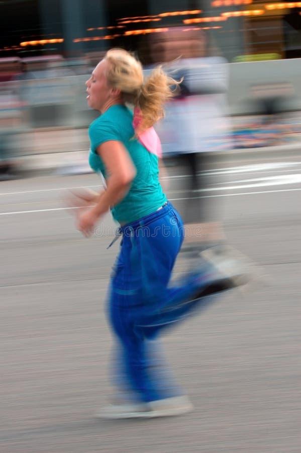 Sich schnell bewegender weiblicher Seitentrieb stockbilder
