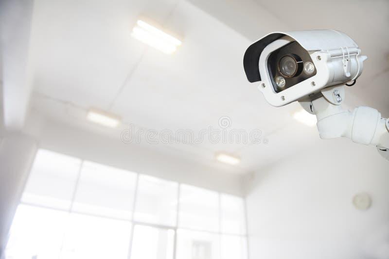Sicherheits-Überwachungskamera in der Kondominiumwohnungseigentumswohnung, ideal für p stockbild