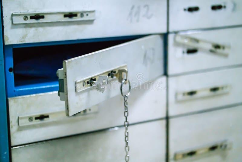 Sicherheits-Ablagerungszellen, Lagerung, sichere Zellen mit zwei Einfügetasten stockbilder