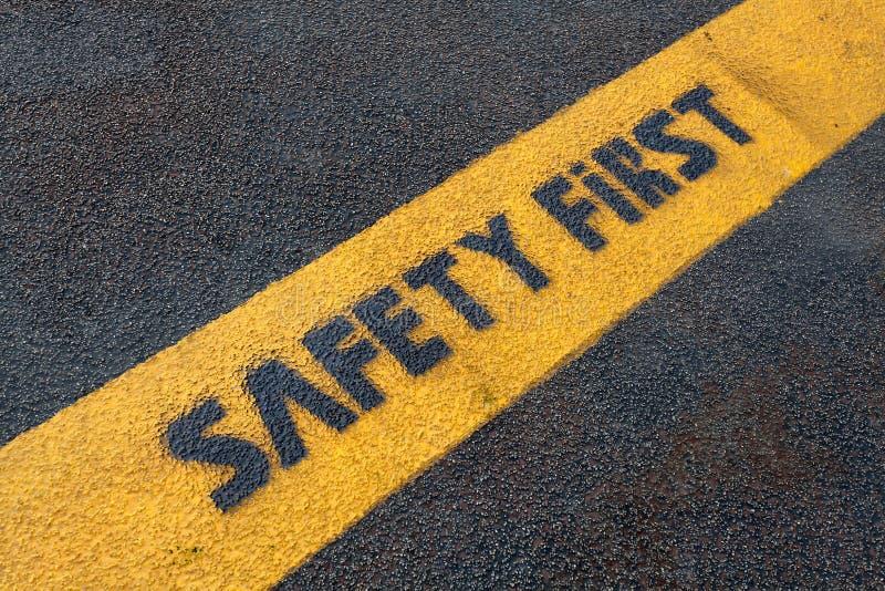 Sicherheitszeichen auf Straße lizenzfreie stockfotografie