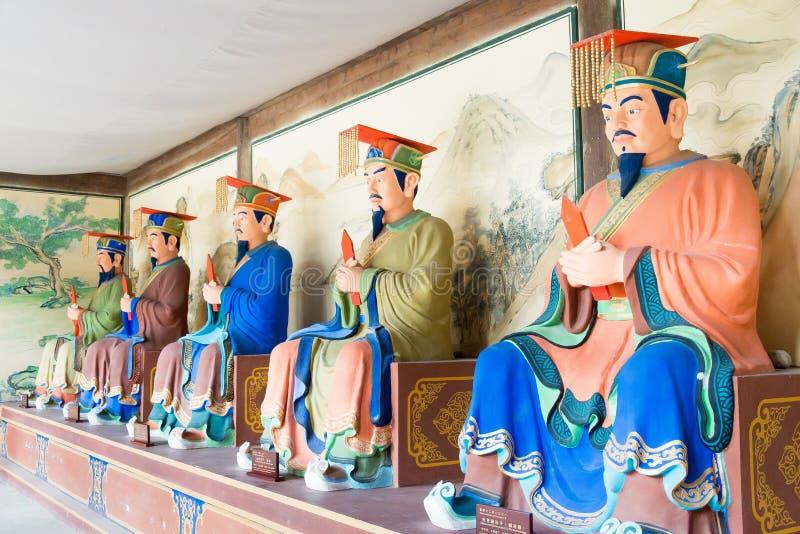 SICHUAN, CHINA - 28. März 2015: Statuen an Konfuzius-Tempel von Zha stockfoto