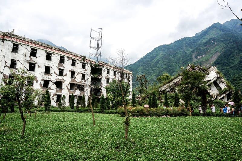 SICHUAN CINA - 28 GIUGNO 2014: Costruzioni commemorative dopo il grande terremoto, di terremoto sito commemorativo 2008 di terrem fotografia stock