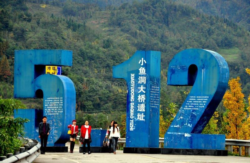 Sichuan landskap, Kina: Minnesmärke för jordskalv för Xiaoyoudong bro 5.12.2008 arkivfoton