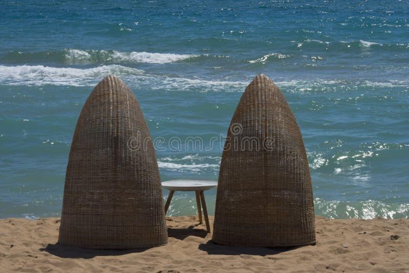 Sicilië, Bovo Marina, sunbeds voor twee; stock afbeelding