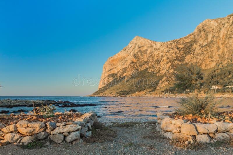 Siciliaanse kust (Italië) stock afbeeldingen