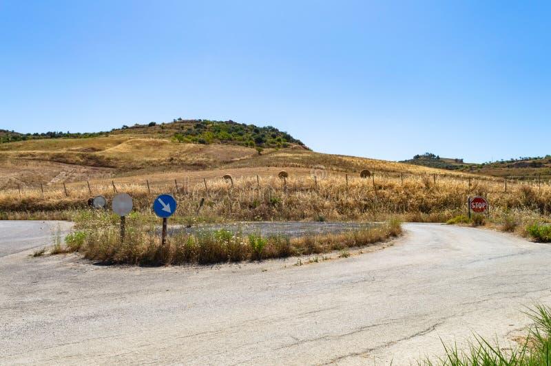 Siciliaanse Landweg, Mazzarino, Caltanissetta, Sicilië, Italië, Europa stock foto's