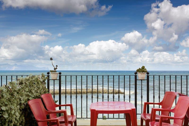 Sicilian kustlinje i morgonen arkivfoton