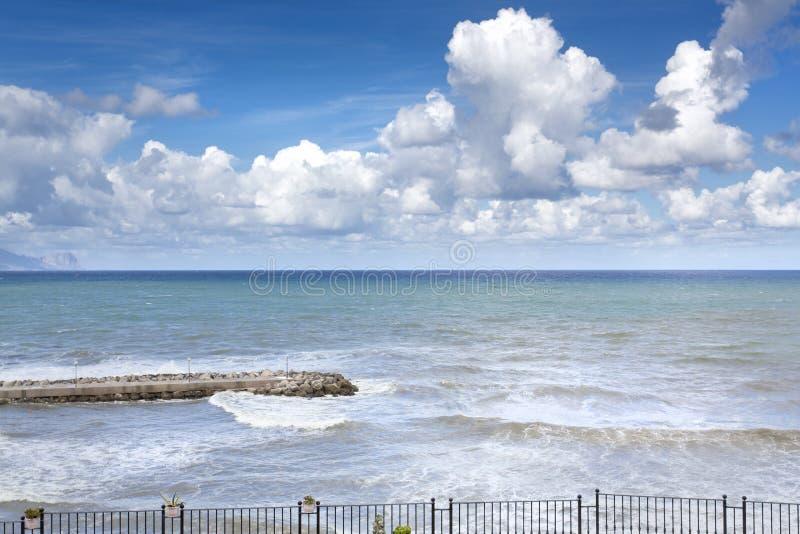 Sicilian kustlinje i morgonen fotografering för bildbyråer