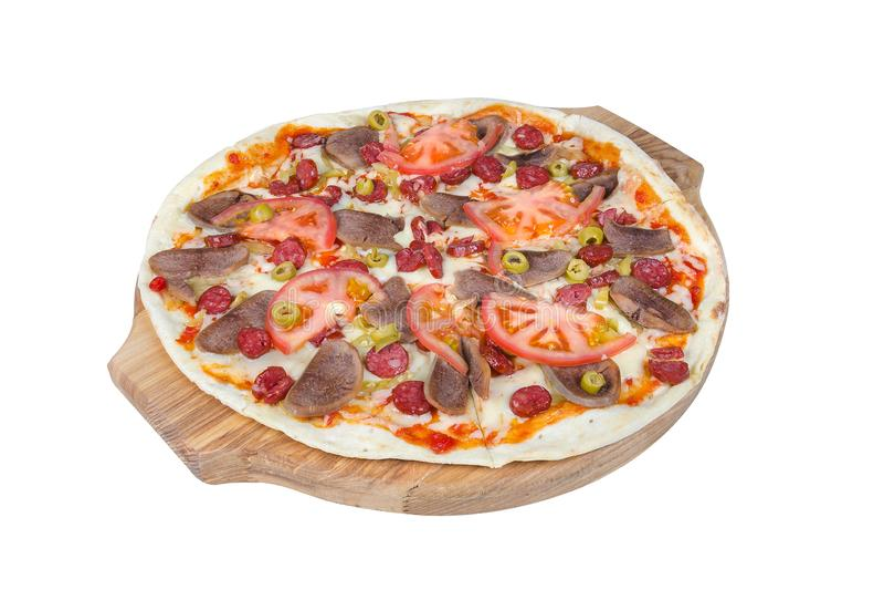 Sicilian pizza på en rund skärbräda som isoleras på vit bakgrund fotografering för bildbyråer
