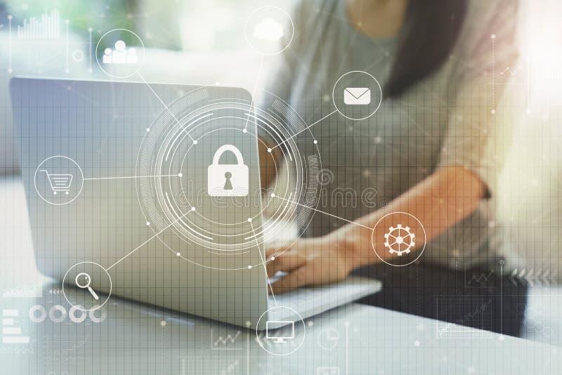 Sicurezza cyber con la donna immagini stock libere da diritti
