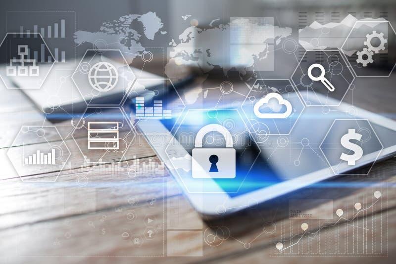 Sicurezza cyber, protezione dei dati, sicurezza di informazioni Concetto di tecnologia di Internet fotografie stock libere da diritti