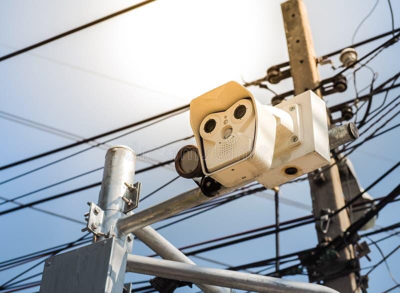 Sicurezza della macchina fotografica del CCTV in una città fotografia stock