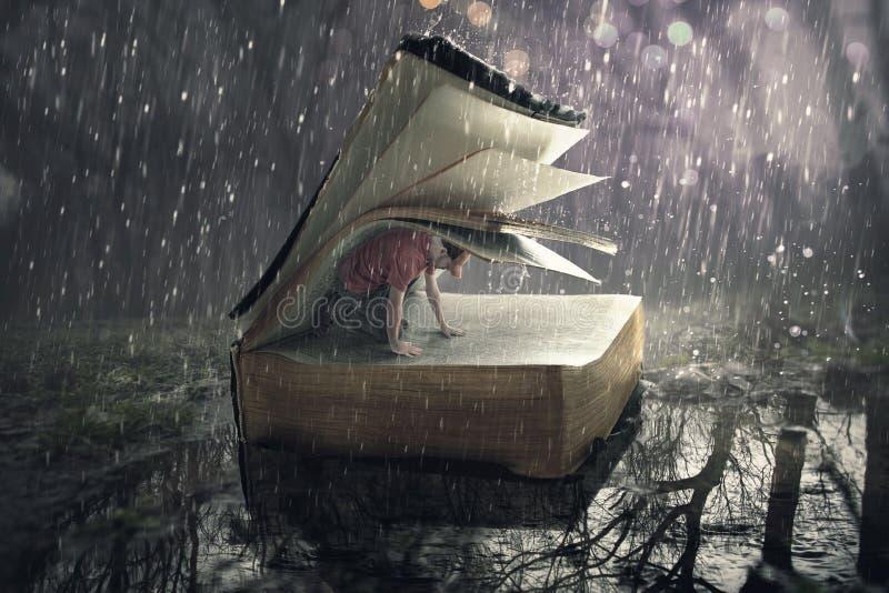 Sicurezza nella tempesta della pioggia fotografia stock
