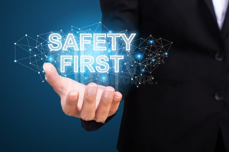 Sicurezza prima nella mano dell'affare Primo concetto di sicurezza immagini stock libere da diritti