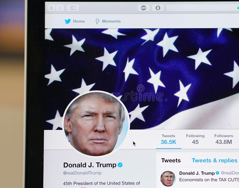 Sida för Donald Trump officiell kvittrandekonto arkivfoton