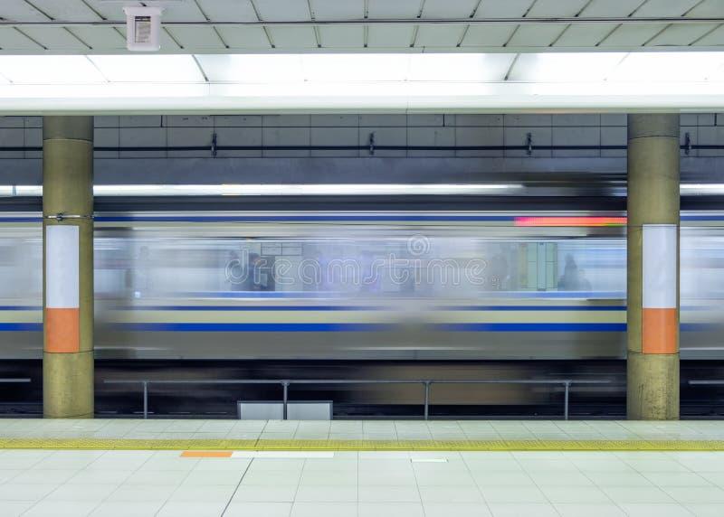 Sida för rörelsesuddighet av det snabba drevet i tunnelbana arkivbilder