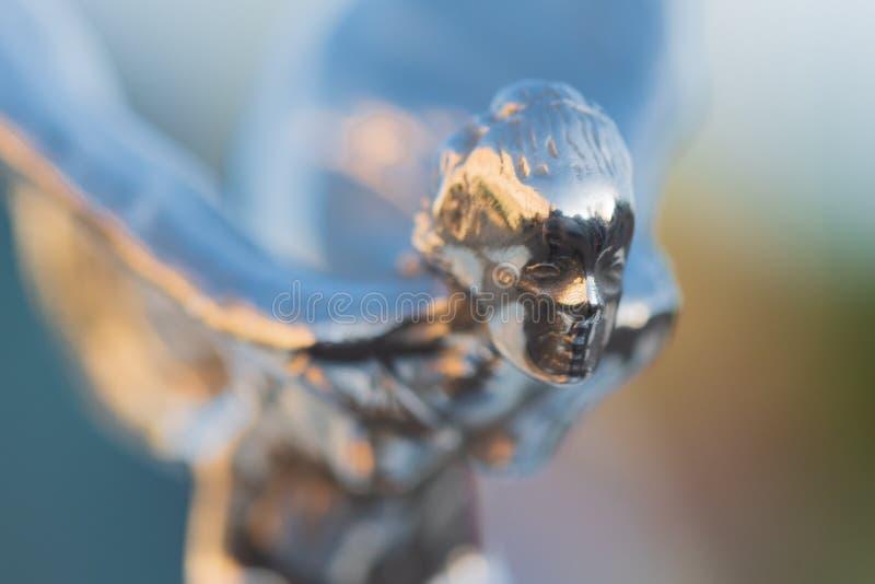 Sida vid sidan av Ecstasy, motorhuvens dekorationsskulptur på Rolls-Royce-bilen royaltyfria foton