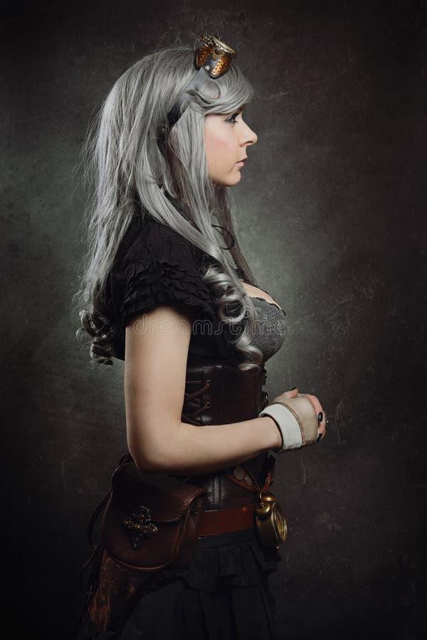 Sideaways-Porträt eines steampunk Mädchens stockfotos