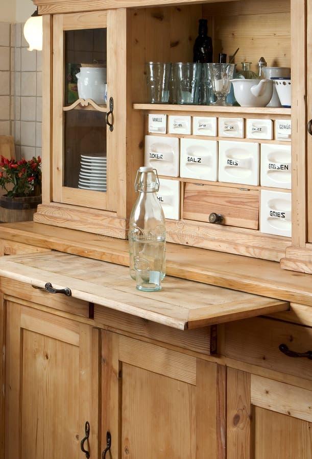 Sideboard in cucina immagine stock