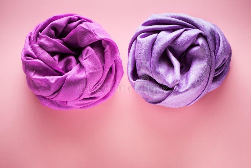 Siden- och woolen scarves royaltyfri foto