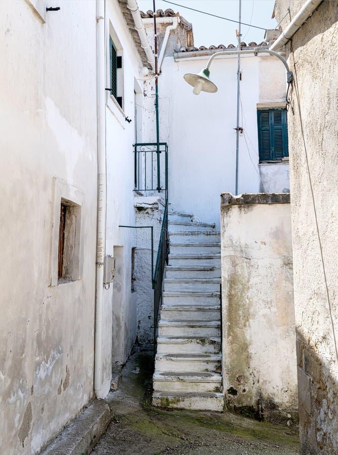Sidestreet na vila Corfu de Rachtades foto de stock royalty free