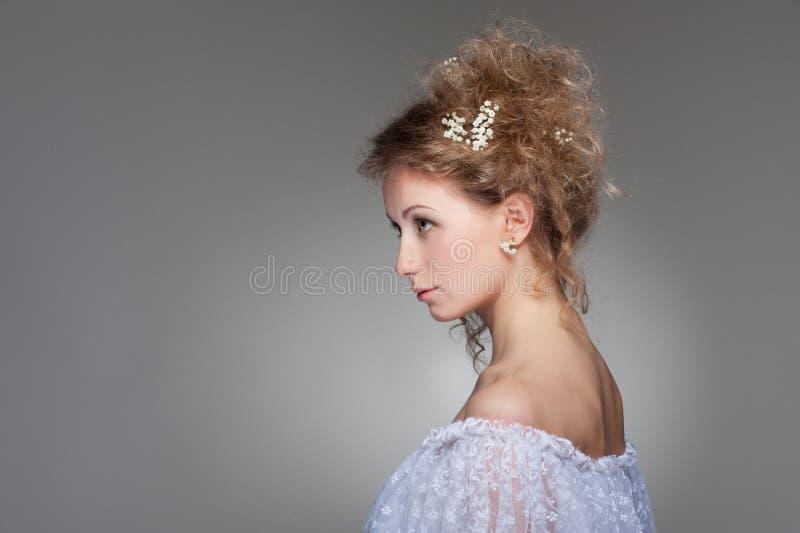 Sideview da mulher bonita foto de stock royalty free
