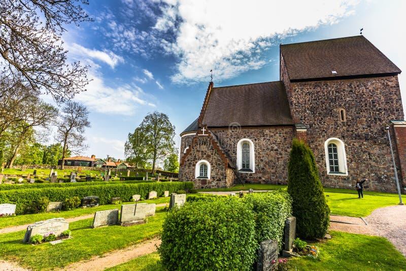 Sideview der Kirche von Gamla Uppsala, Schweden lizenzfreie stockfotos