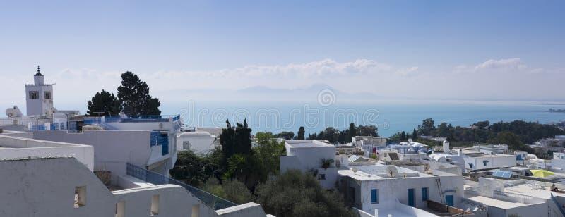 Sidi Bou Said Casa blanca con las ventanas y las puertas azules imágenes de archivo libres de regalías