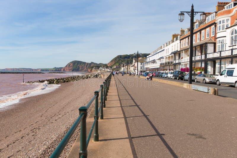 Sidmouth promenad Devon England UK med en sikt längs den Jurassic kusten arkivbilder