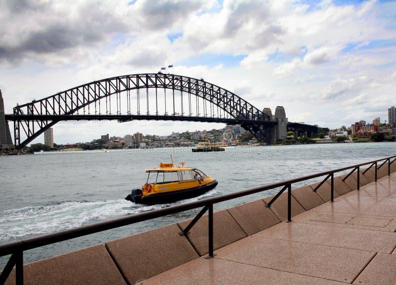 Sidney Bridge vattentaxi royaltyfri fotografi