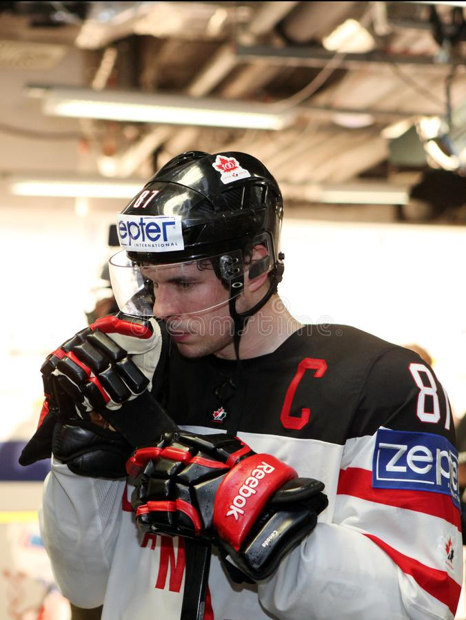 Sidney Crosby, καπετάνιος της εθνικής ομάδας χόκεϊ πάγου του Καναδά στοκ φωτογραφίες