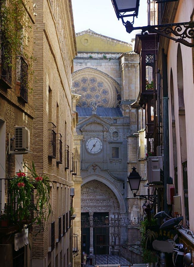 Sidoingång till domkyrkan för St MarÃa de Toledo, Toledo, Spanien royaltyfria bilder