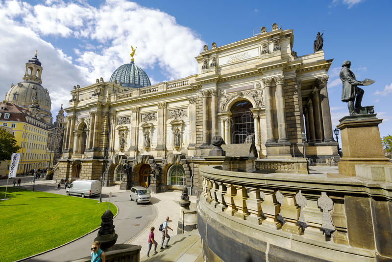 Sidosikt av akademin av konster, Dresden fotografering för bildbyråer