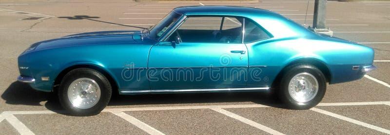 Sidosikt av 1969 antika Chevy Camaro royaltyfria foton