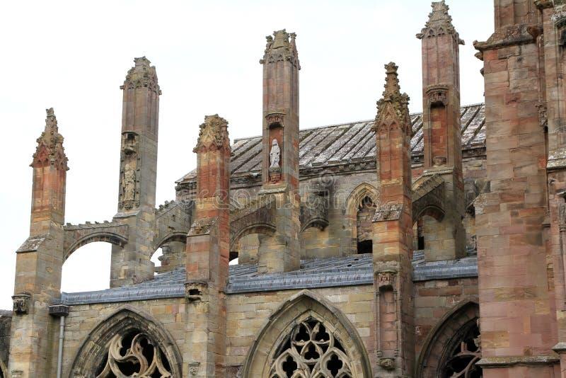 Sidosikt av Melroseabbotsklosterdetaljen av flygstöd royaltyfria bilder
