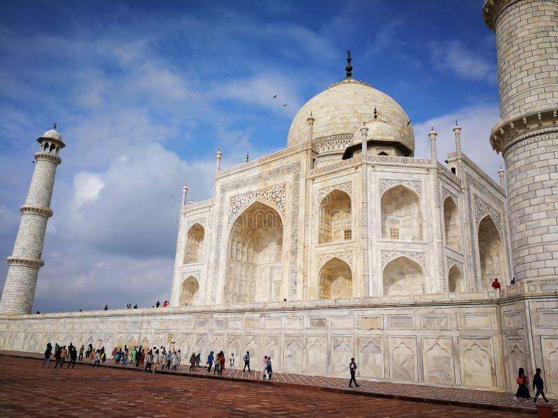 Sidosikt av Taj Mahal royaltyfri bild
