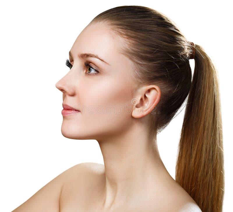 Sidosikt på härlig kvinnlig framsida med perfekt hud royaltyfria bilder