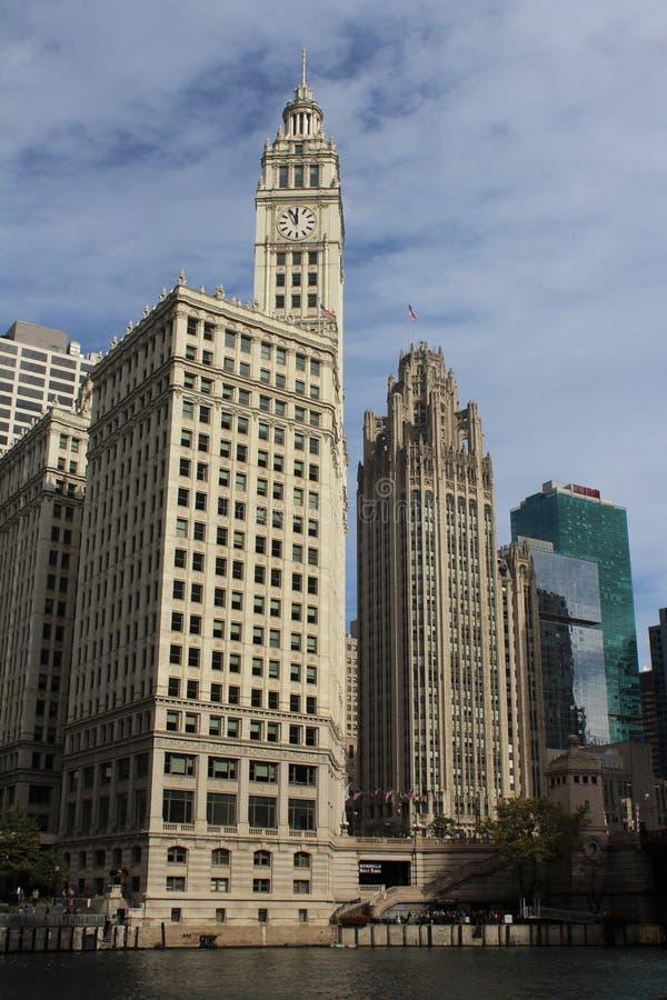 Sidosikt, Wrigley byggnad, Chicago, Illinois royaltyfri bild