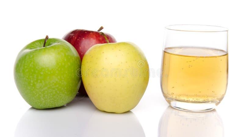 Sidra con tres clases de manzana imágenes de archivo libres de regalías