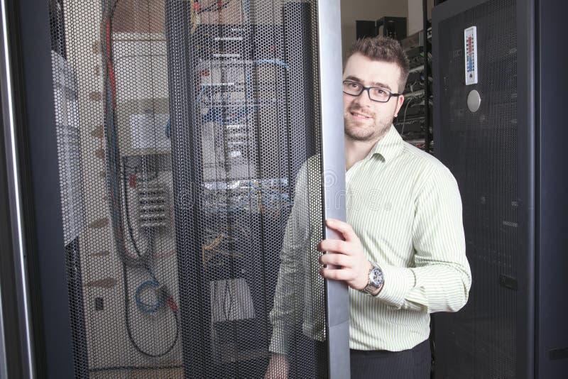 Sieć inżynier Pracuje W serweru pokoju zdjęcia stock