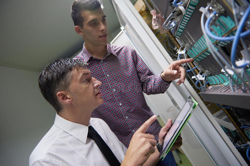 Sieć inżyniery w serweru pokoju zdjęcia stock