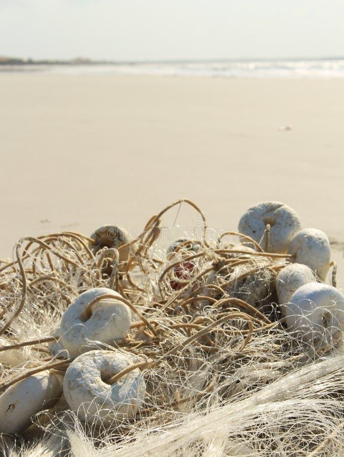 Sieć rybacka plażą zdjęcie royalty free