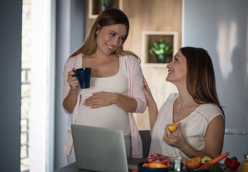 Sie müssen gesundes nur essen, weil es für ein Baby gut ist lizenzfreie stockfotos