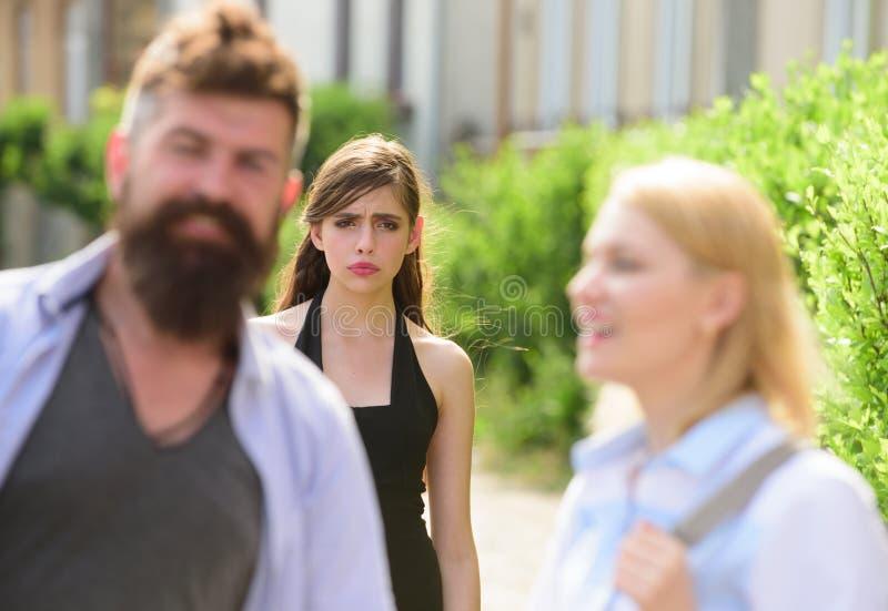 Schwarzes Mädchen betrügt Ehemann