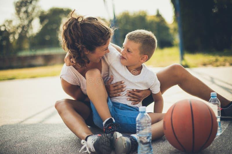Sie sind mein kleiner Basketball-Spieler stockfotos
