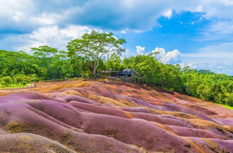 Sieben färbten Erde auf Chamarel, Mauritius-Insel, Afrika stockbilder
