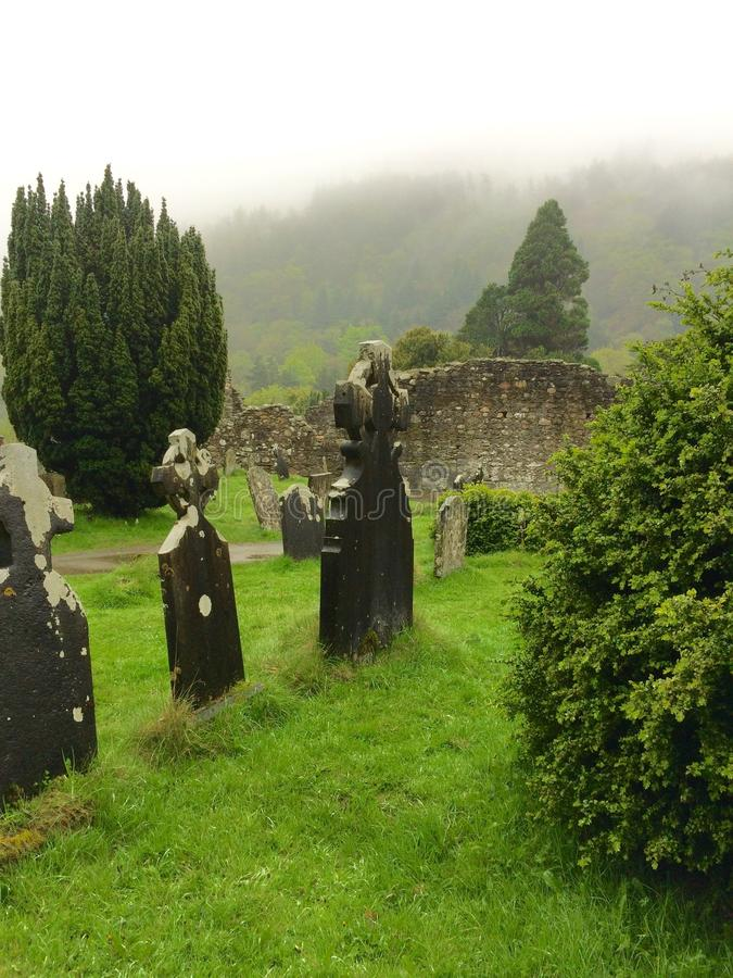 Sieben Kirchen des Glendalough-Tales lizenzfreie stockfotos