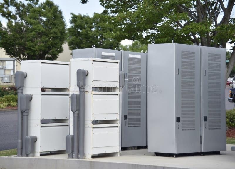 Sieci Energetyczne i złączy pudełka przy Elektrycznego pojazdu Ładuje stacją obrazy royalty free